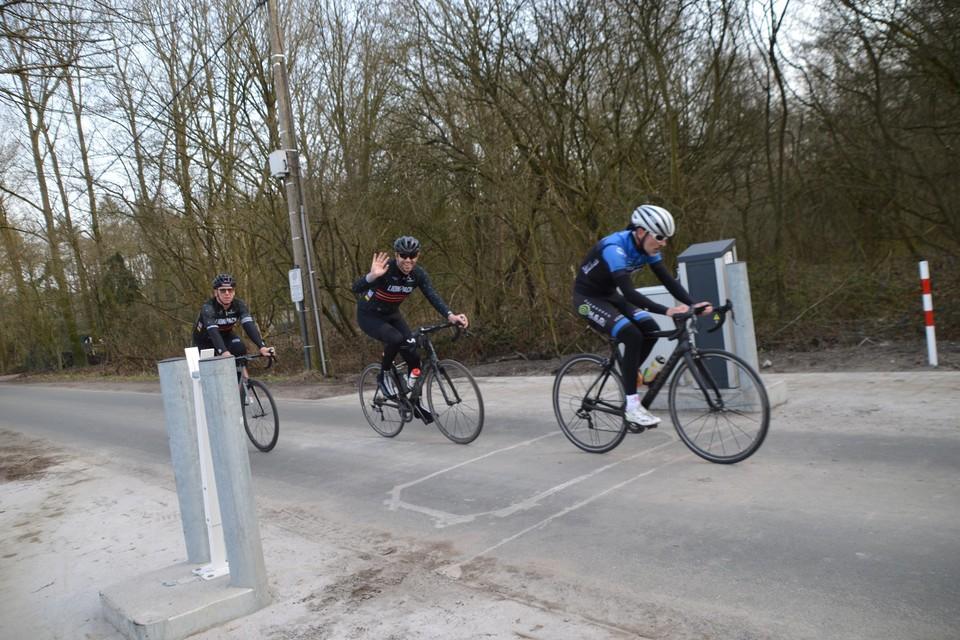 Deze renners hadden woensdagnamiddag de vrije baan in het midden van de rijweg.