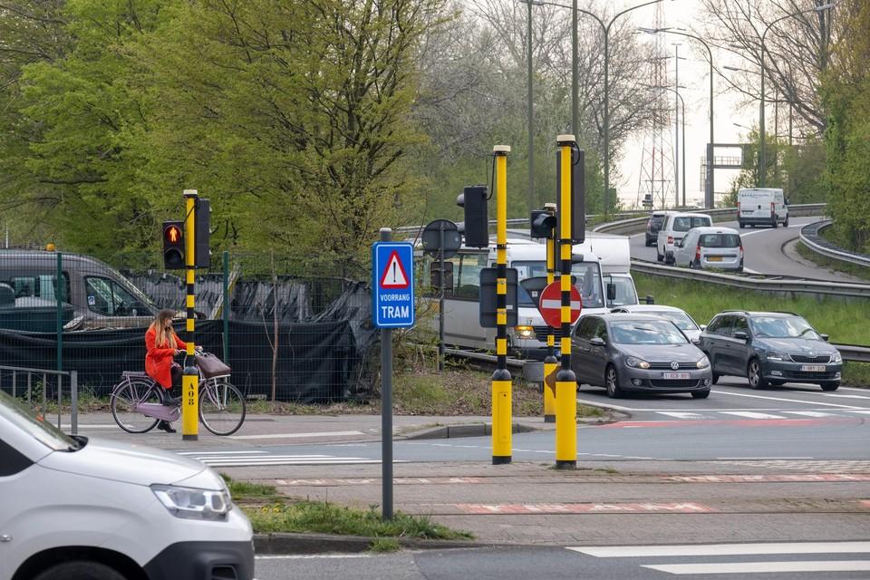 De tijdelijke ring of bypass die nodig is voor de aanleg van de Oosterweelverbinding komt op sommige plekken tot op 75 meter van woonwijken.