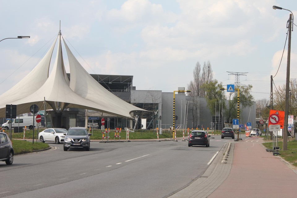 De kruispunten met de Kapelanielaan (links) en de Eurolaan (rechts) zijn nog niet afgewerkt (beeld van april 2021).