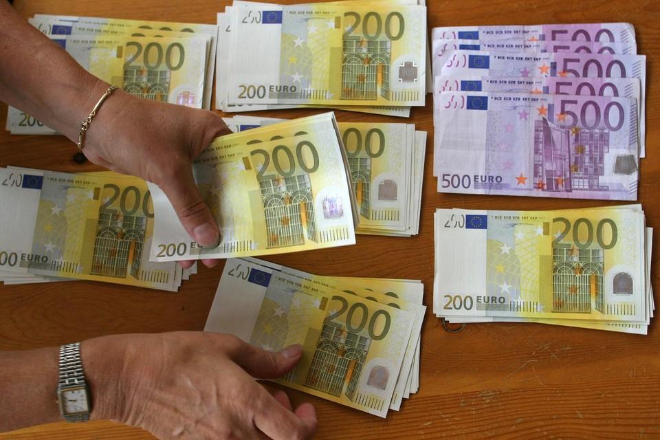De man kon zijn slachtoffers honderdduizenden euro's aftroggelen.