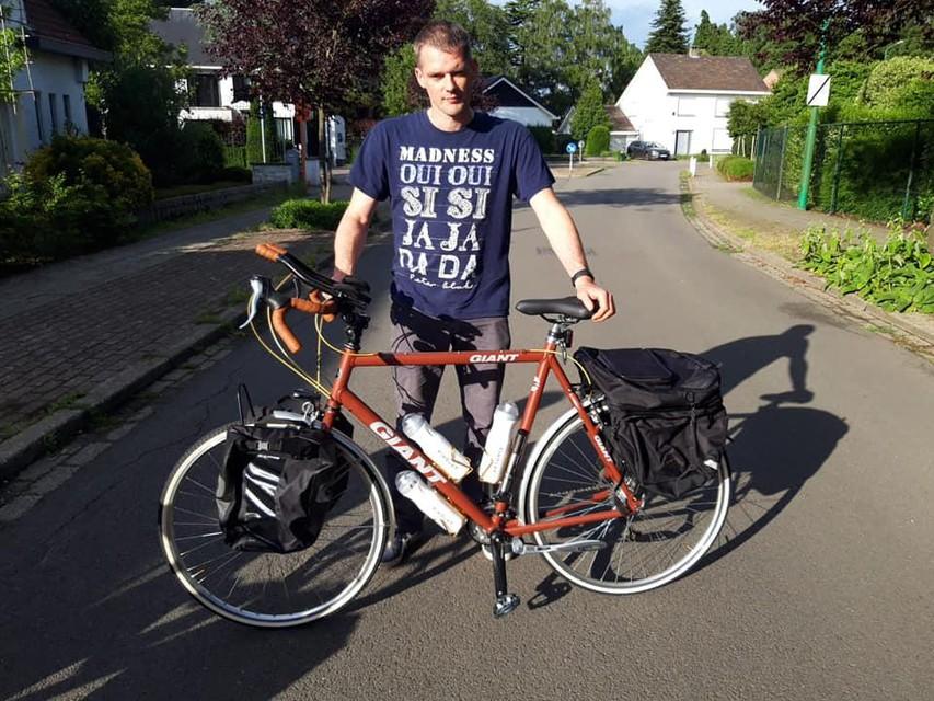 Hans Blommaert maakte zelf zijn fiets voor de tocht.