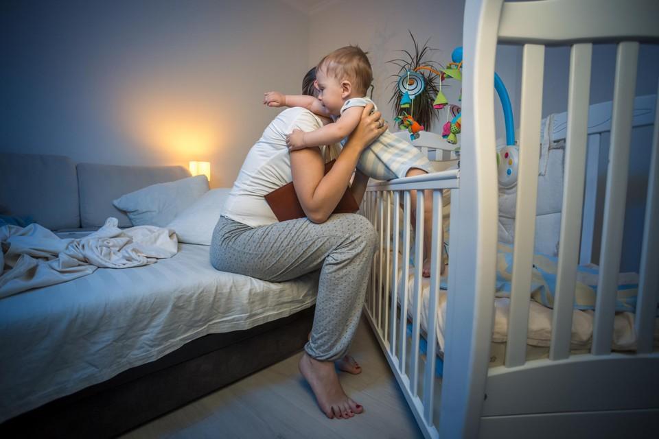 Je kindje geruststellen is een goed idee, té lang blijven dan weer niet.