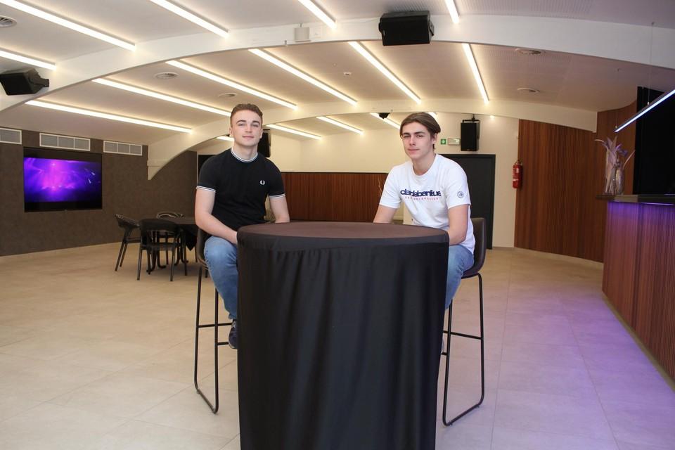 Maxim en Victor Van Uytsel in de grote zaal van The Room.