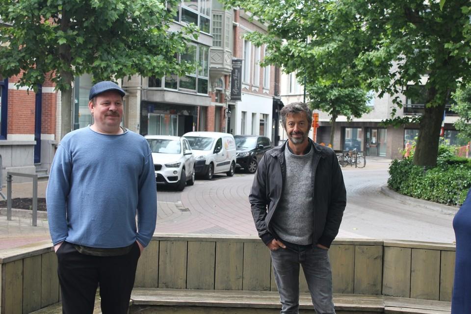 Horeca-uitbaters Olivier 'Olly' De Westelinck (links) en Jo Van Bockstal. Oliver zal de vrijgekomen terrasruimte gebruiken, Jo niet.