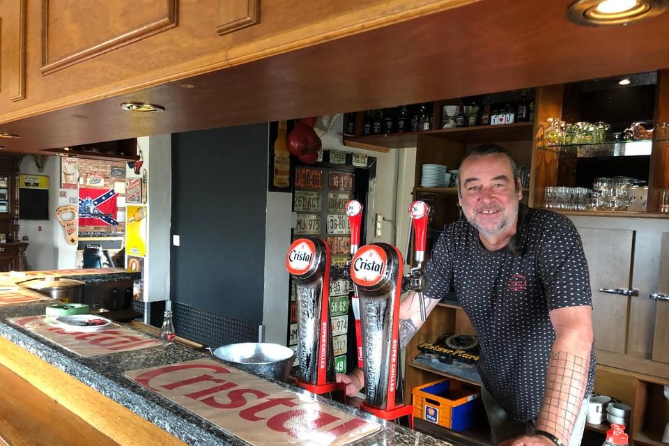 Nico van Gestel heropent de voormalige kroeg De Grote Fluit in Tielen als café De Willaert.
