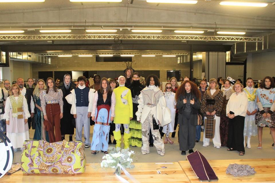 De modestudenten van Ursulinen Mechelen zijn klaar voor hun modeshow.