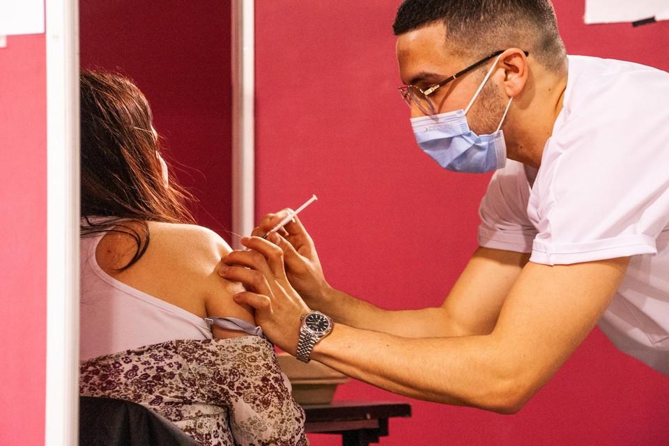 Iedereen boven de 18 die nog geen vaccin heeft gekregen is welkom.