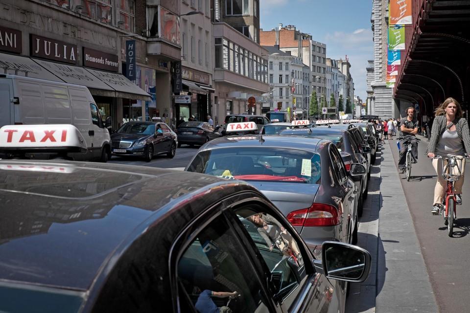 De taxisector staat op zijn achterste poten.