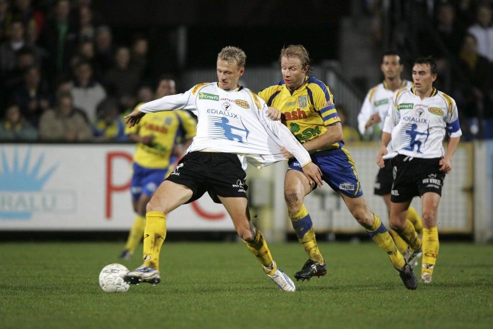 2005: Chris Janssens met Westerlo in actie tegen Sporting Lokeren.