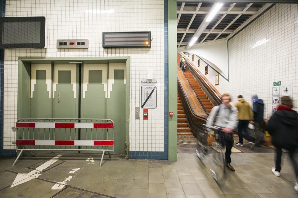 Als alles volgens plan verloopt gaan de liften van de Sint-Annatunnel vanaf vrijdag weer open.