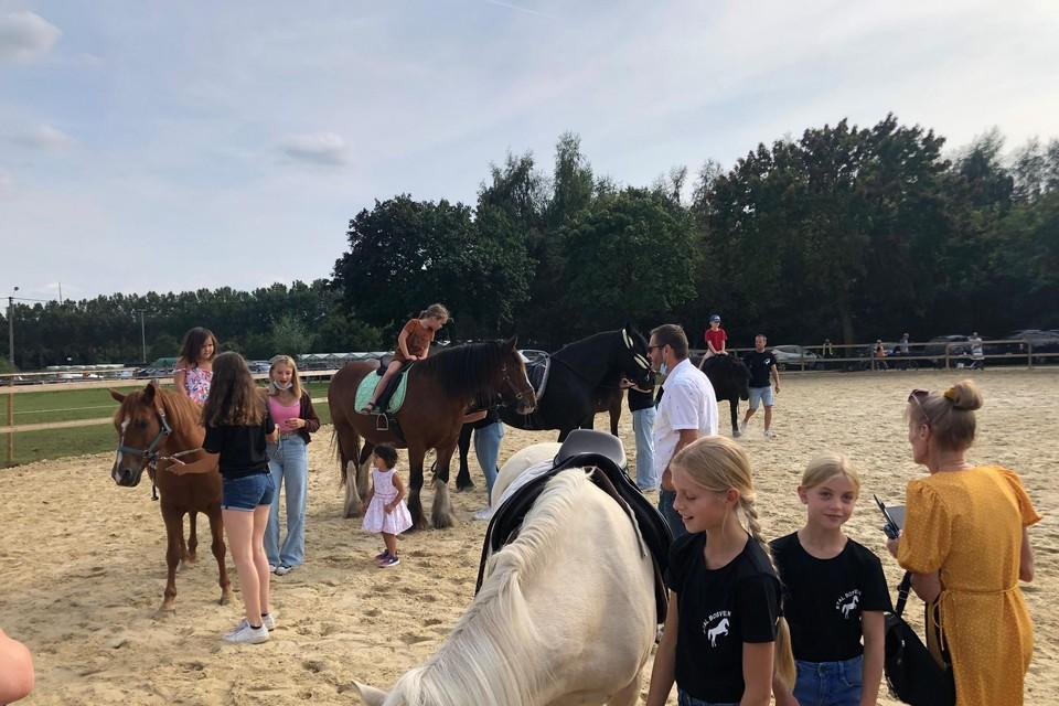 Kinderen konden bij het landbouwbedrijf van Jan en Hilde Wellens in Vosselaar een ritje maken op een paard.
