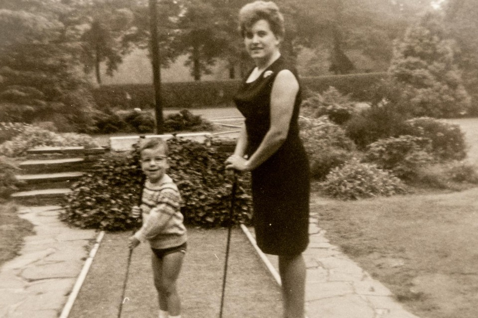 Dirk en zijn mama Gusta, in de jaren '60.