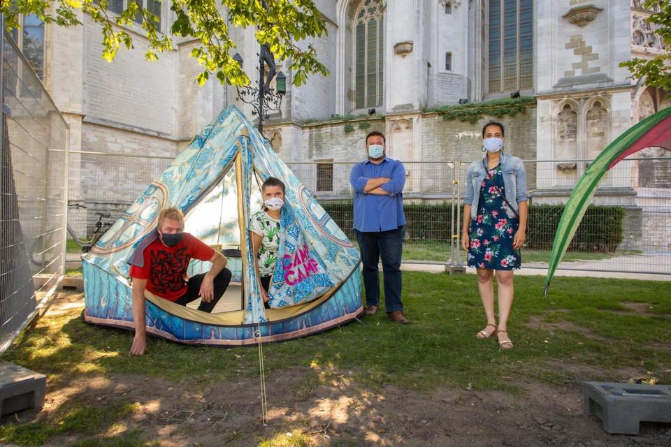 Door de coronamaatregelen kan kamperen alleen op het Cultuurplein en het Sint-Romboutskerkhof (foto).