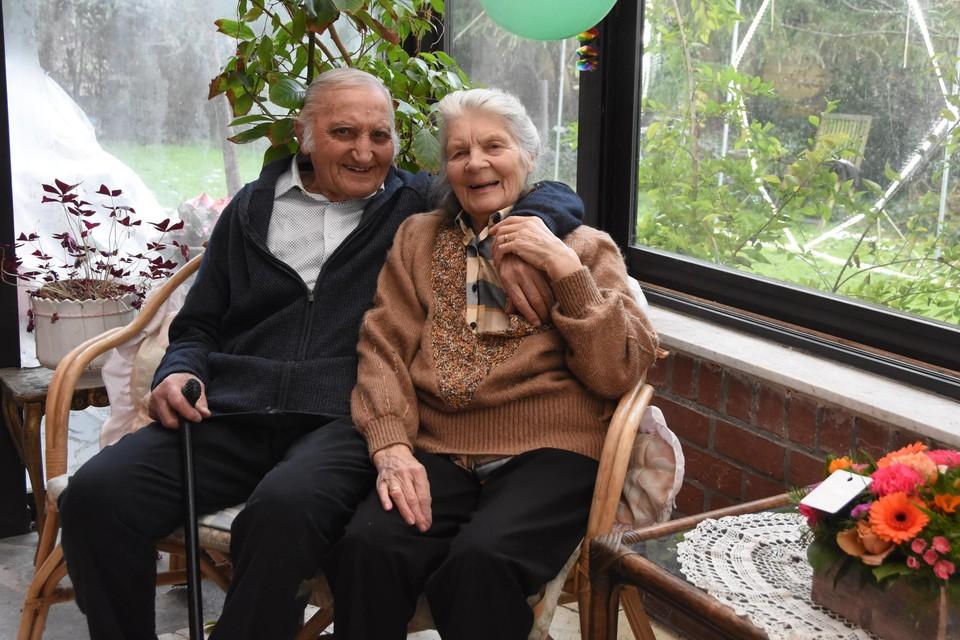 Jules samen met zijn vrouw Yvonne. Ze genieten van de aandacht voor het eeuwfeest.