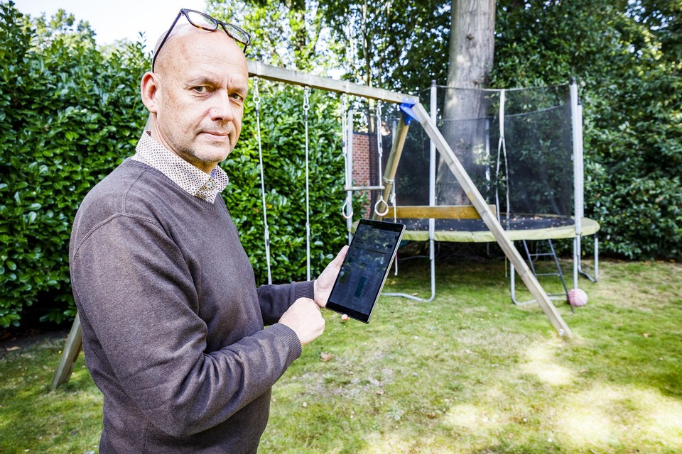 Walter Vits uit Hoboken kreeg een goede tip van groenblauwpeil.be: een infiltratiesysteem installeren in zijn tuin, zodat het regenwater niet meer naar de riolering vloeit.