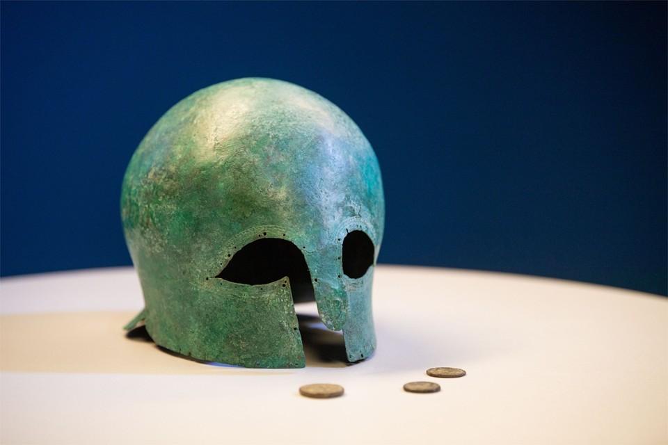 De waarde van de bronzen helm wordt geschat op 50.000 tot 100.000 euro.