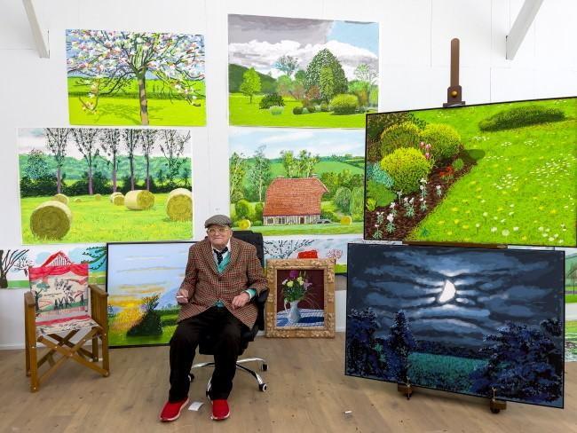 David Hockney in zijn atelier in Normandië.
