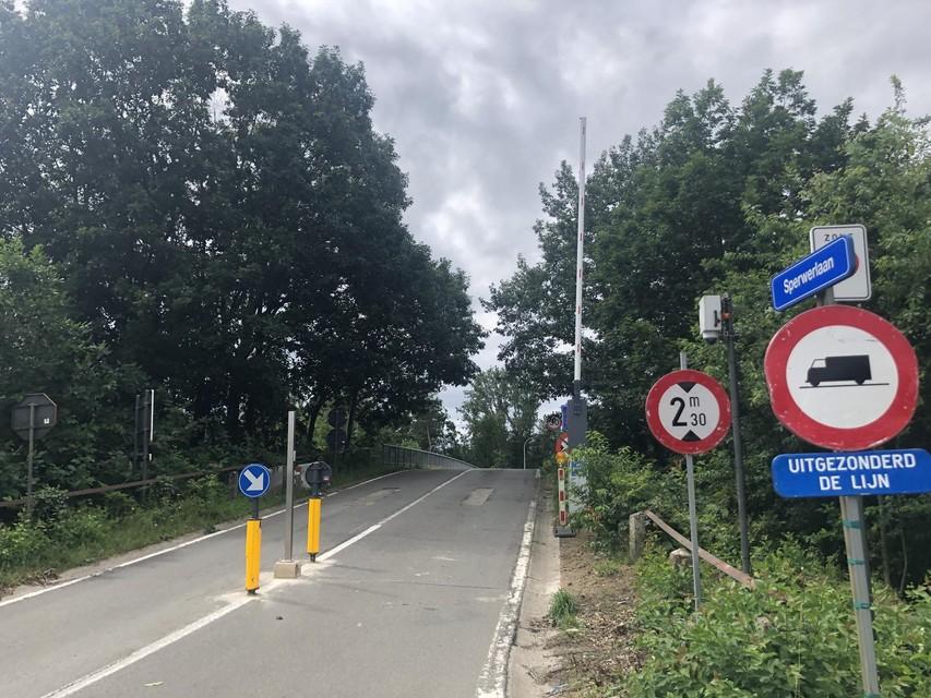 De slagboom aan Industrieweg stond dinsdag gewoon open.