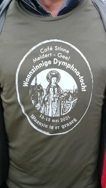 Het T-shirt schetst het doel van de bedevaart.