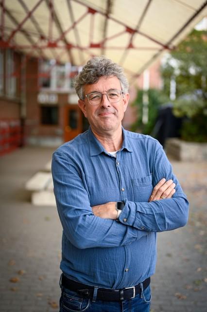 """Adjunct-directeur Pieter Schippers: """"Vorig jaar kwam de gepensioneerde directeur terug om een tiental uur per week aardrijkskunde te geven."""""""