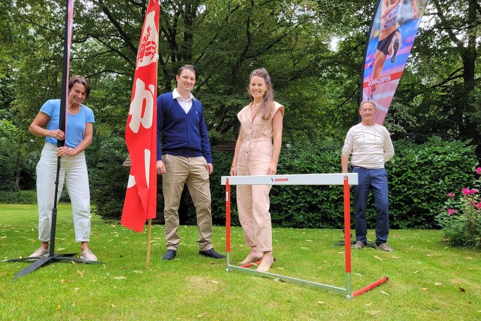 Ouders Katrien en Hans met tussen hen Michael en Elisabeth volgens Pauliens prestaties op de voet.