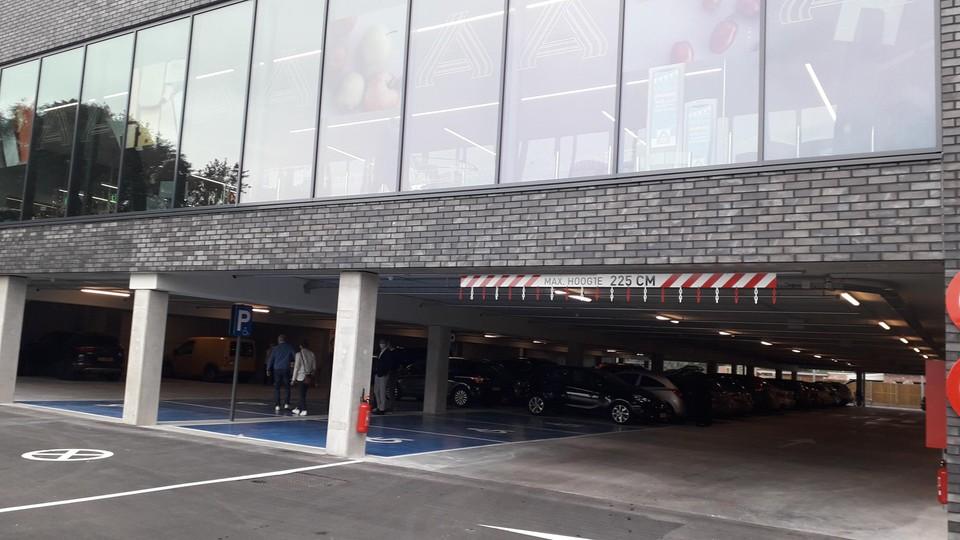 Parkeren kan nu makkelijk onder de winkel op Spijker.