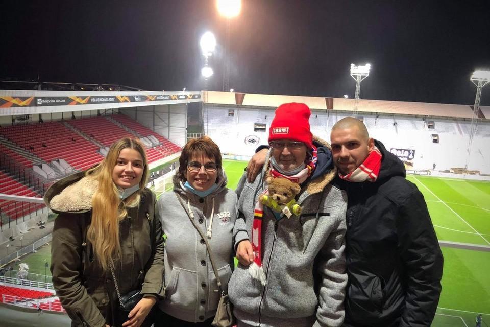 Patrick met zijn vrouw Diane, dochter Tania en zoon Nick.