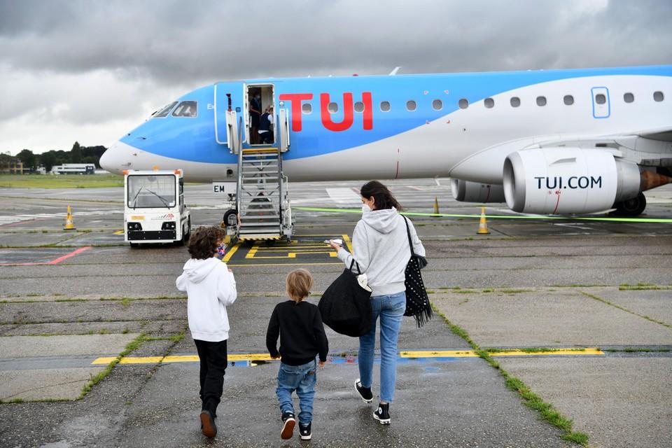 """Vluchten met TUI Fly naar Spanje zijn voorlopig stopgezet tot 6 oktober omdat Spanje een rode zone is. """"Vanuit een maatschappelijke kosten-batenanalyse is het niet verantwoord om in Deurne toeristische reizen toe te laten"""", zegt Wouter Dewulf."""
