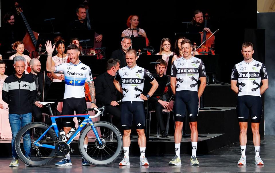 Victor Campenaerts naast Europees kampioen Nizzolo.