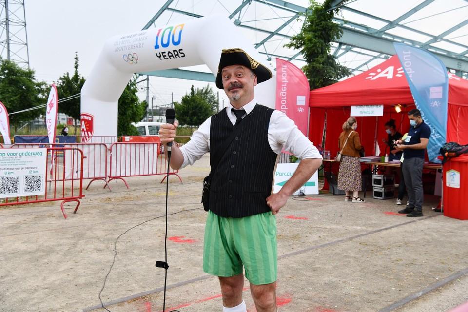Schijnburgemeester en presentator van de Reuzenloop Geert Beullens