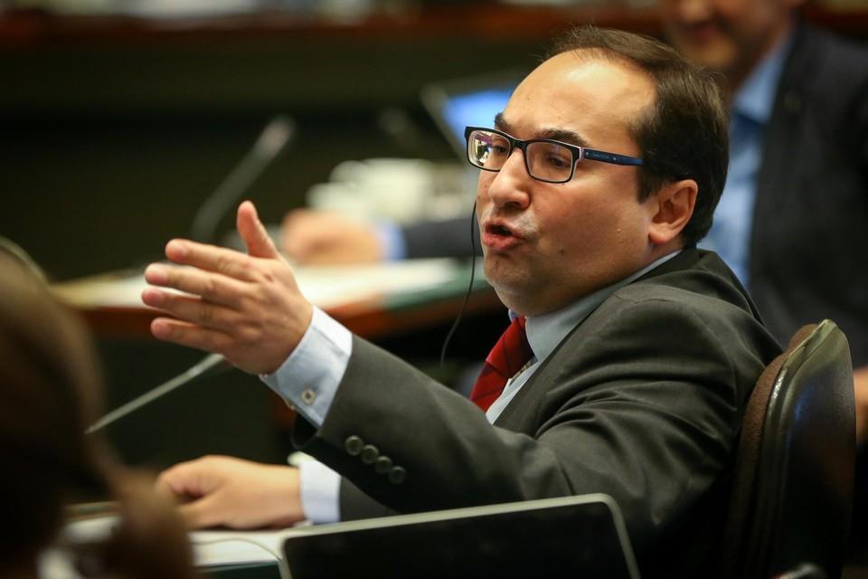 PS-fractieleider Ahmed Laaouej heeft geen zin om in de slipstream van het Vlaams Parlement ook in de Kamer de ziekteregeling van de volksvertegenwoordigers aan te passen.