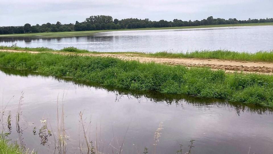 Vooral in de Roerdompstraat staan de landbouwgronden grotendeels blank.