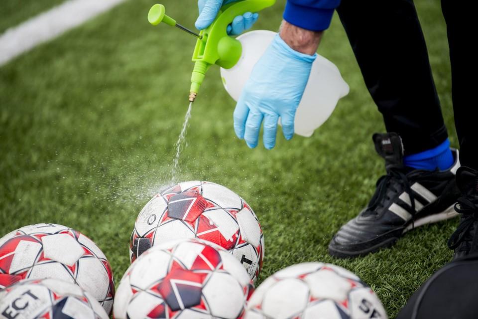 De coronacrisis maakt amateurvoetbal (van tweede afdeling VV tot vierde  provinciale) in 2020 onmogelijk.
