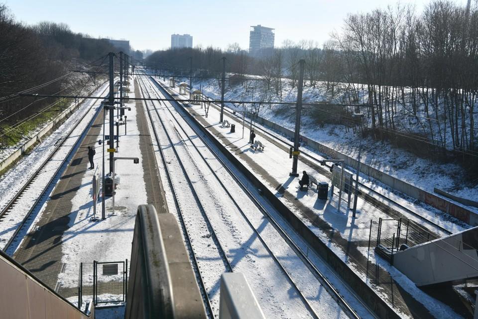 In Antwerpen-Zuid, een drukker station, werden eerder in de week al stroken van de perrons sneeuwvrij gemaakt.