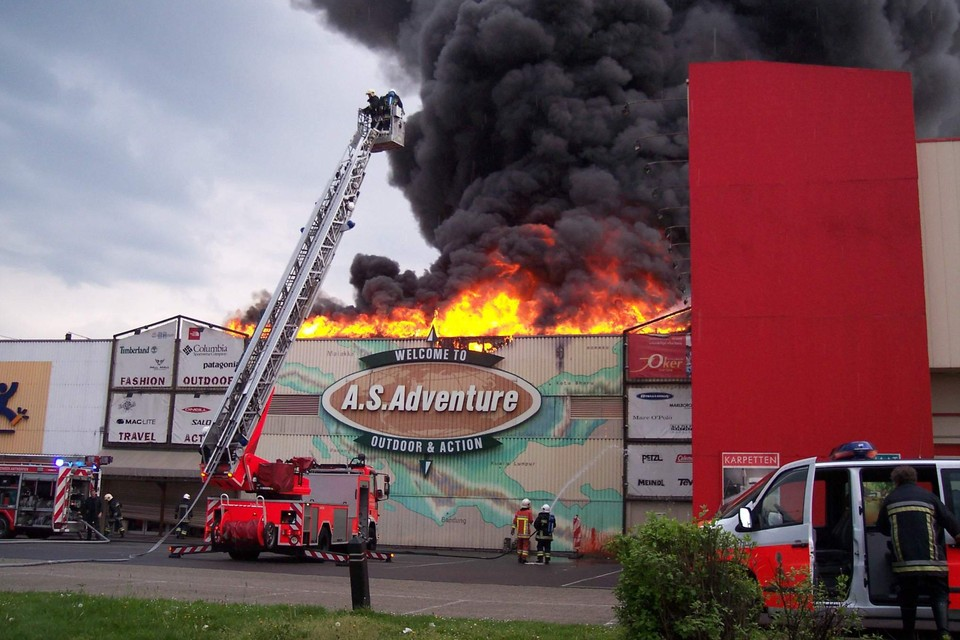 De vestiging van A.S. Adventure aan de Boomsesteenweg in Wilrijk brandde in 2004 volledig uit.