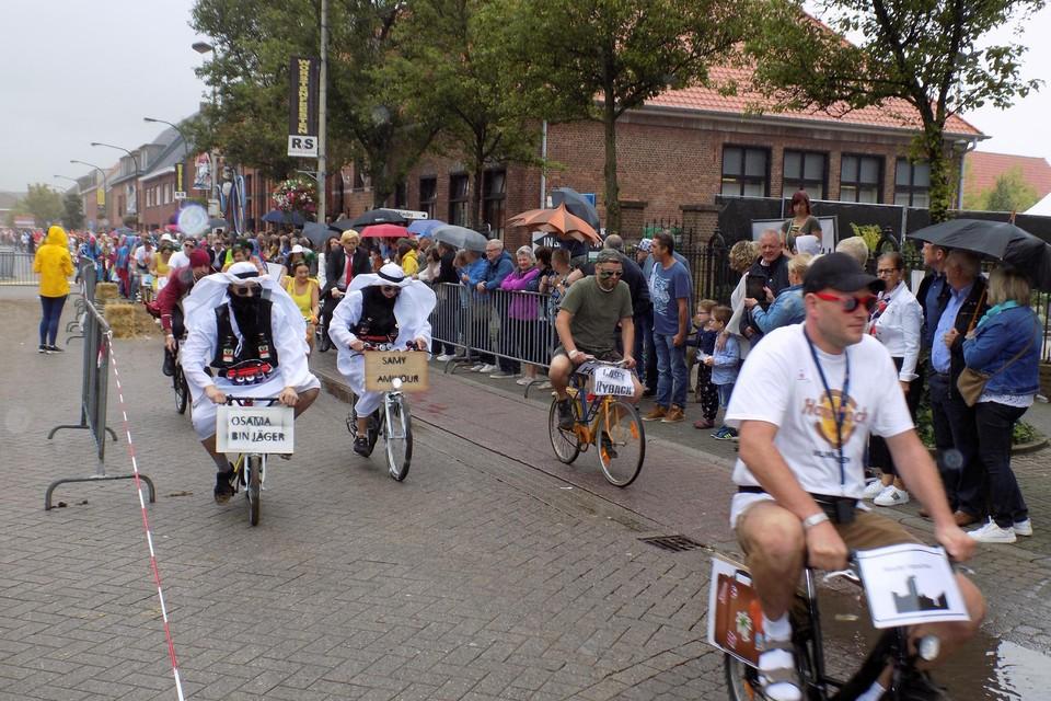 De Grote Kleinvelokeskoers rijdt op zondag 22 augustus weer door de straten van Vlimmeren tijdens de 51ste Worstenfeesten.