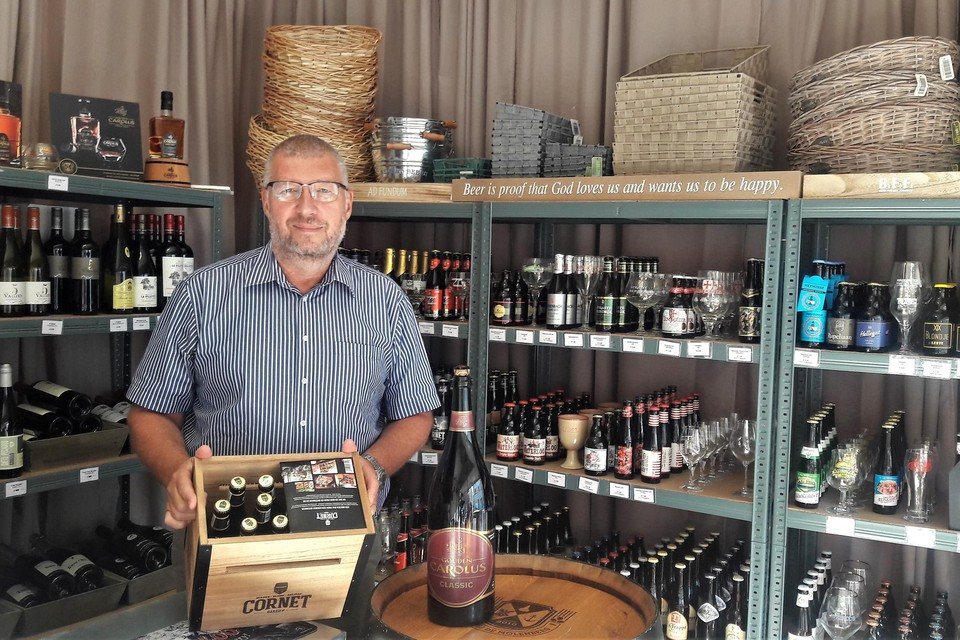 Peter Van Alstein heeft de rekken van Frui Vita opnieuw gevuld met speciale bieren en wijn.