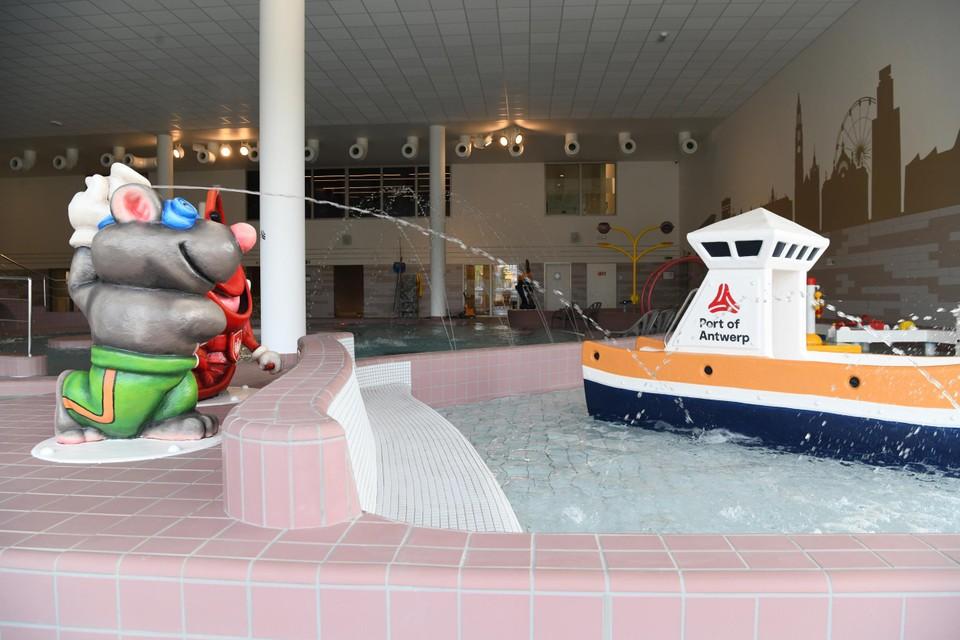 Een knipoog naar de Antwerpse haven in het kinderbad.