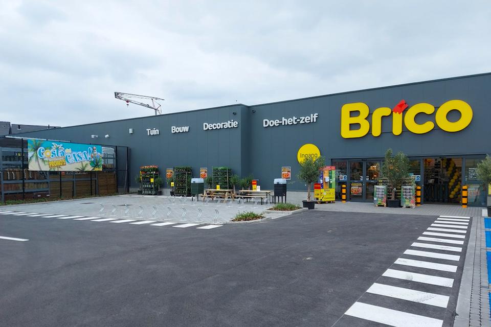 De nieuwe Brico-vestiging werd aan de Groeningenlei achterin gebouwd om ervoor een parking te creëren.
