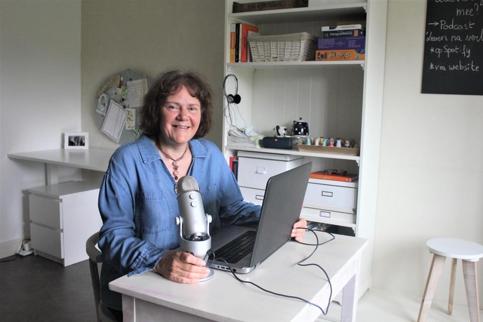 Karin Verheyen in haar geïmproviseerde studio thuis.