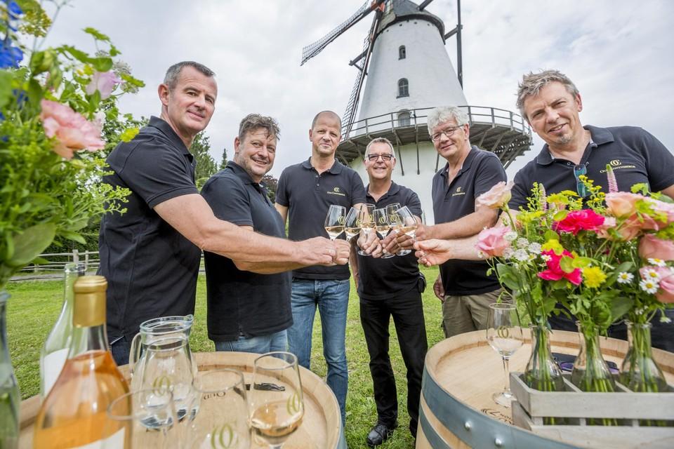 Zes van de acht Boechoutse wijnboeren klinken op een relatief goed jaar.