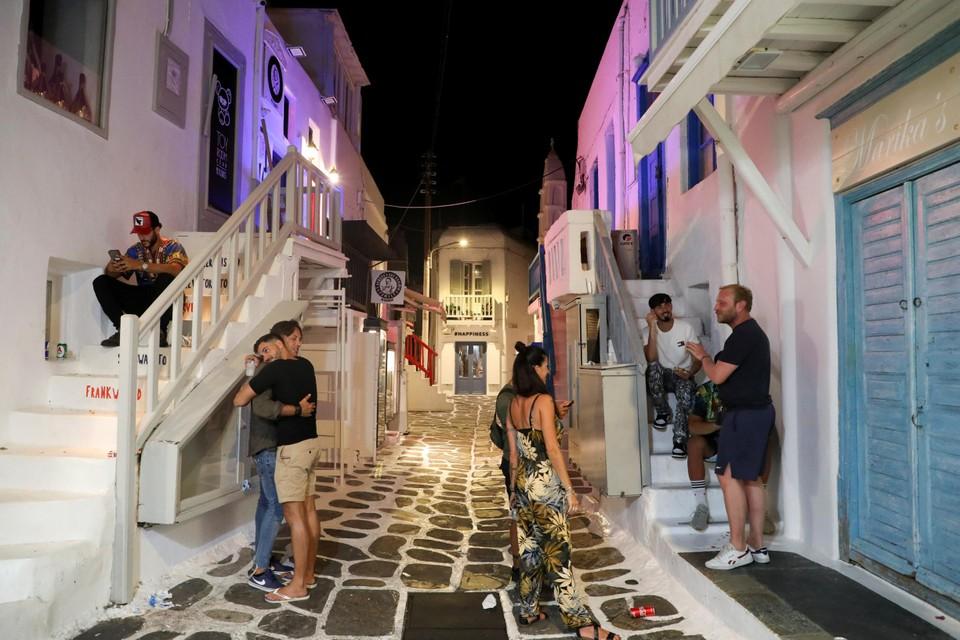 Toeristen op Mykonos worden geconfronteerd met gesloten winkels en restaurants.