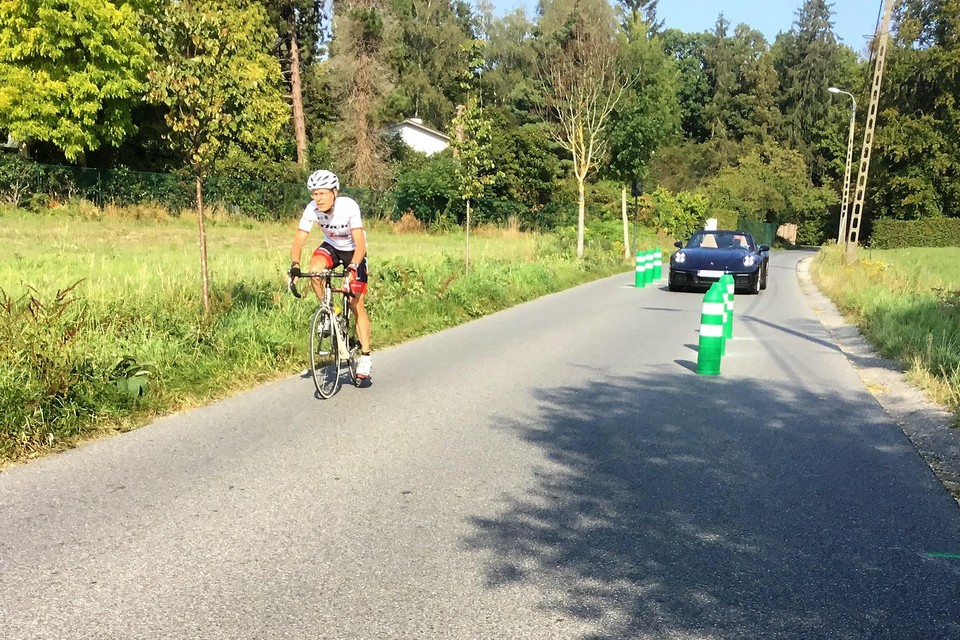 Voor fietsers is de situatie nu gevaarlijker dan voor de veiligheidsingreep.