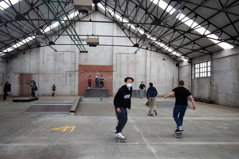 Atreyu vloog er meteen in met zijn skateboard.