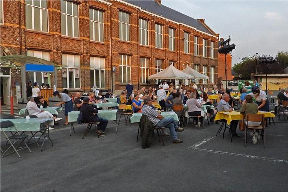 Toeschouwers genieten op 'den Tarmac' van de optredens