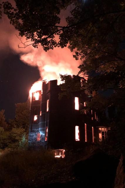 Uitslaande brand in kasteel Lindenbos