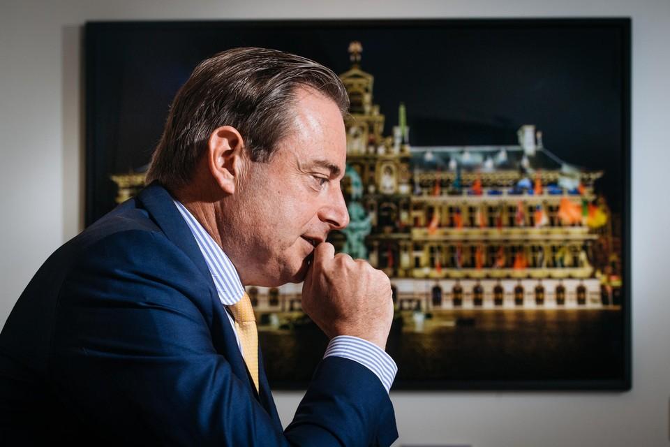 De zaak rond mogelijke fraude met subsidiegeld draait rond Sihame El Kaouakibi van Open Vld. Maar ook de N-VA van Antwerps burgemeester Bart De Wever dreigt gezichtsverlies te lijden.