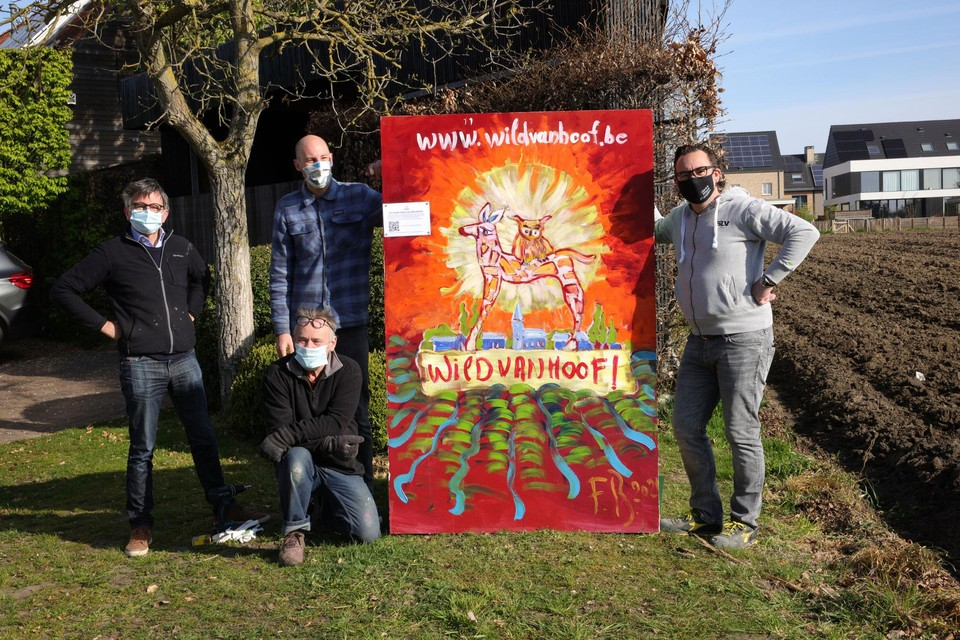 Wouter Coox, Chris Van Akeleyen, kunstenaar Francois Blommaerts en Philip Clinck stellen WildvanHoof voor.