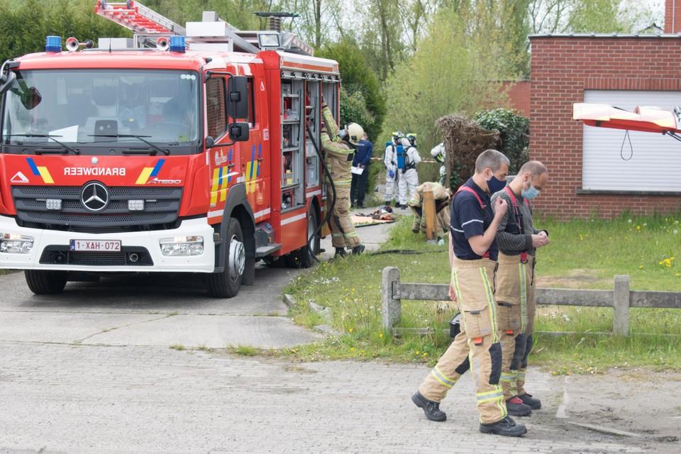 Bij de inval in de loods riep de politie de hulp in van de brandweer om metingen uit te voeren. Ook de Clan Lab Response Unit van de federale politie stapte ter plaatse af.