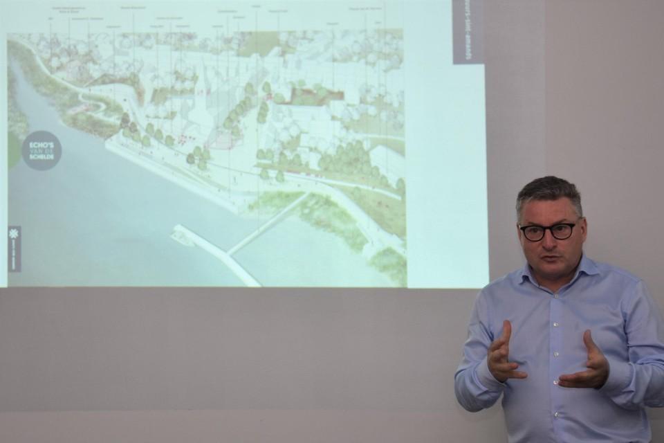 """""""Het masterplan is een visie voor de komende tien tot vijftien jaar"""", zegt burgemeester Van den Heuvel."""